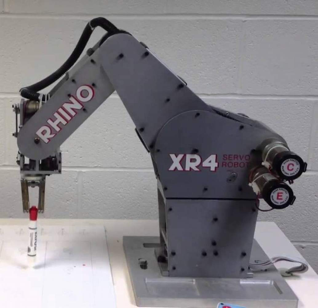 machine extends robotic arms - HD1034×1000